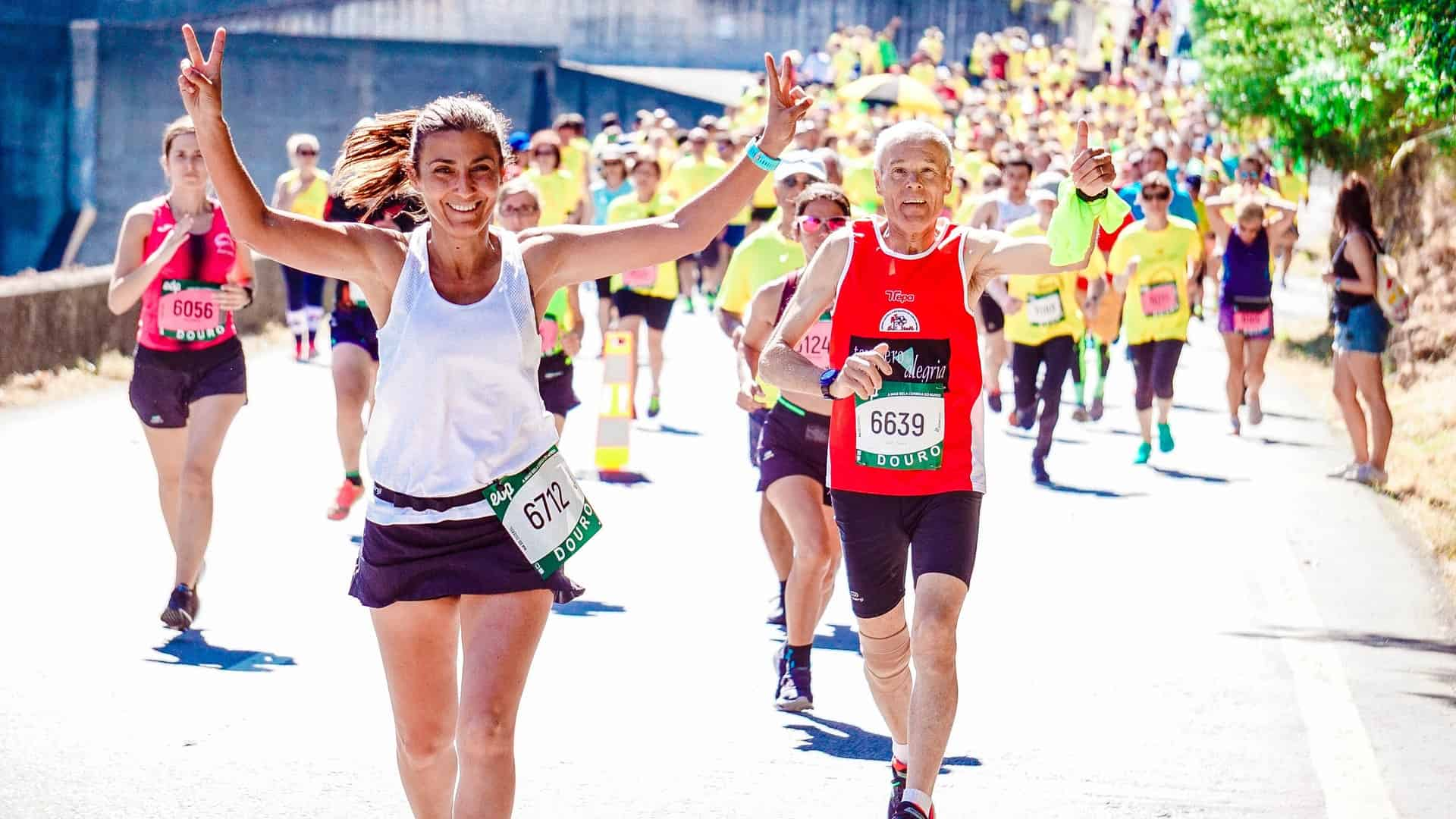 marathon-runners-waving-to-camera